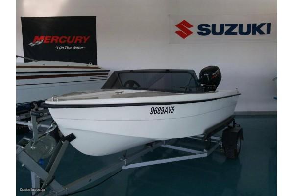 7.5 Barco 325 com atrelado com motor suzuki 9.9hp 4tempos